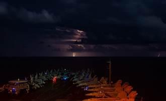 美軍「雙航母」大秀「夜間戰技」 媒體人揭背後用意