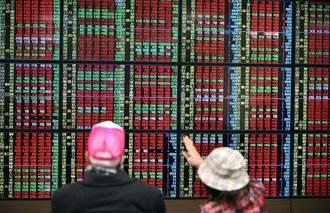 資金行情簇擁 台股飛越1萬2100點大關