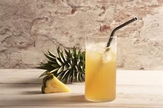 振興券購買「微熱山丘」鳳梨酥加碼送鳳梨汁