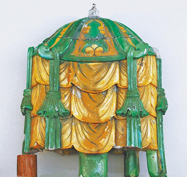清代琉璃八寶傘。(取自首博官網)