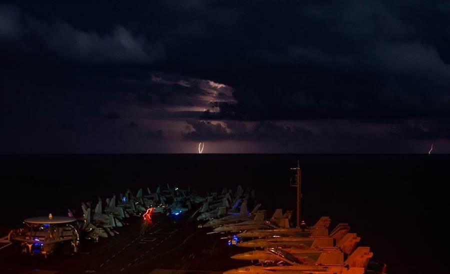 照片摘自尼米茲號臉書。(摘自USS Nimitz (CVN 68)臉書)
