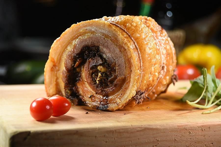 梵蒂岡圖書館中的食譜記載,表皮酥脆、肉質柔嫩的〈羅馬式香料烤豬肉捲〉源於羅馬時代,因製作工序繁複費時,坊間義大利餐廳吃不到,只有〈Ziga Zaga〉有。(圖/姚舜)