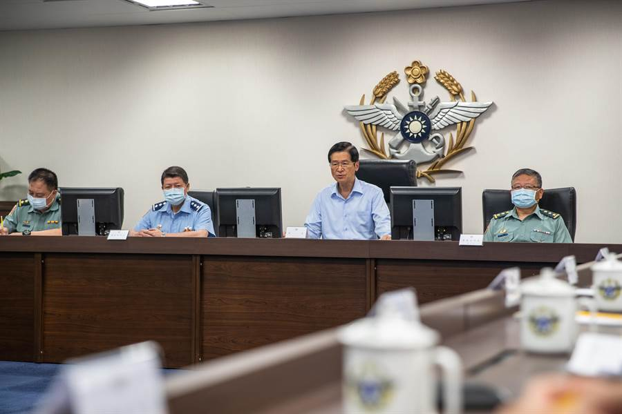 國防部長嚴德發上午在博愛營區與國軍重要幹部開會。圖軍聞社提供。