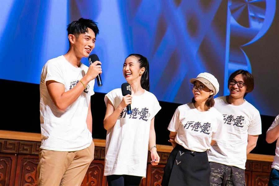 柯震東(左起)、林依晨、柴智屏、導演柯孟融等與觀眾分享拍攝花絮。(台北電影節提供)