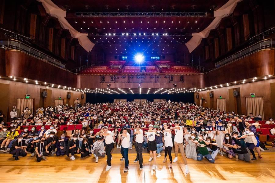 《打噴嚏》在中山堂世界首映,與600名觀眾同歡。(台北電影節提供)