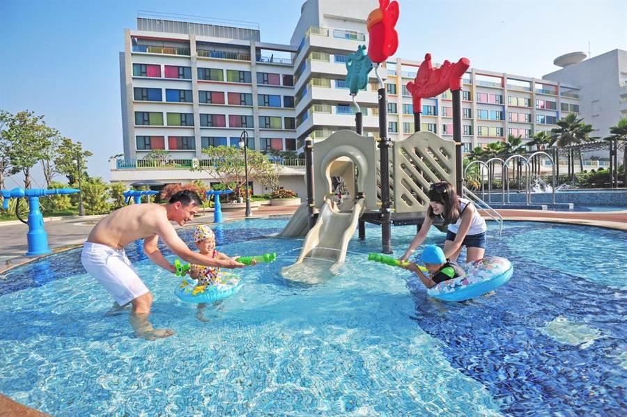 福容大飯店麗寶樂園店推出暑假專案,快到飯店來泡水消暑。(麗寶福容大飯店提供/陳淑娥台中傳真)