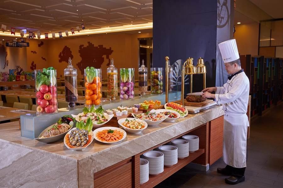 福容大飯店麗寶樂園店推出暑假專案,一泊二食玩樂園只要7999元起。(麗寶福容大飯店提供/陳淑娥台中傳真)