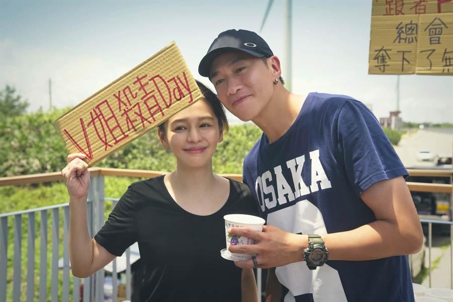 徐若瑄与何润东一起担任戏剧製作人。(颐东娱乐提供)
