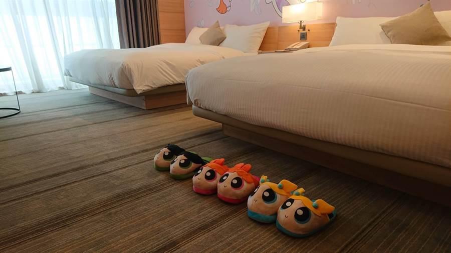 入住國泰和逸飯店一晚,可帶走房內的卡通拖鞋。(程炳璋攝)