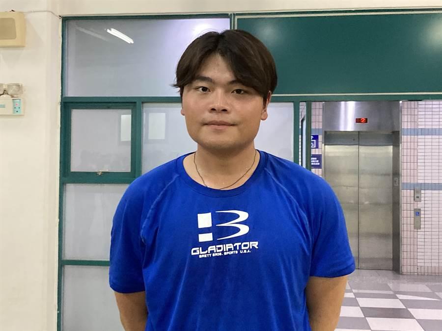 前中職球星翁豐堉之子翁緯喬,再度挑戰新人測試會獲得推薦。(鄧心瑜攝)