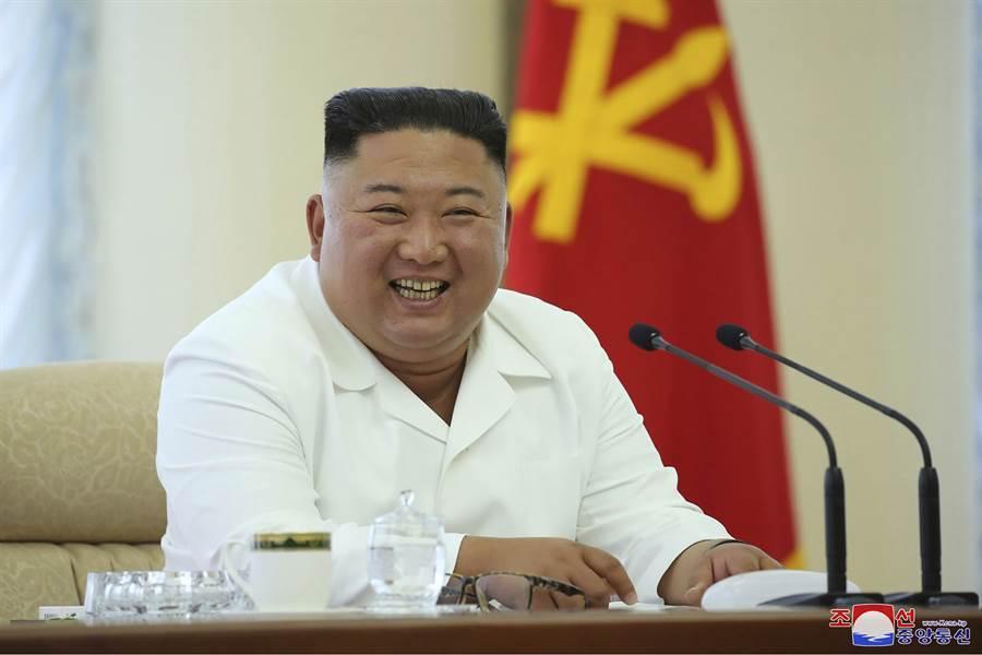 圖為北韓領導人金正恩6月7日主持執政勞動黨政治局會議的神情。(朝中社)
