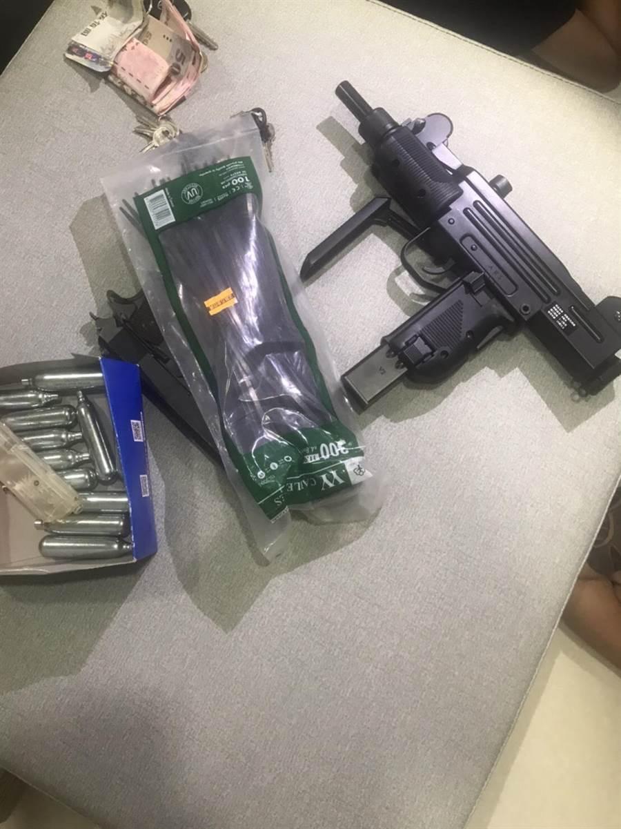 警方槓上開花查獲改造槍枝。(警方提供)