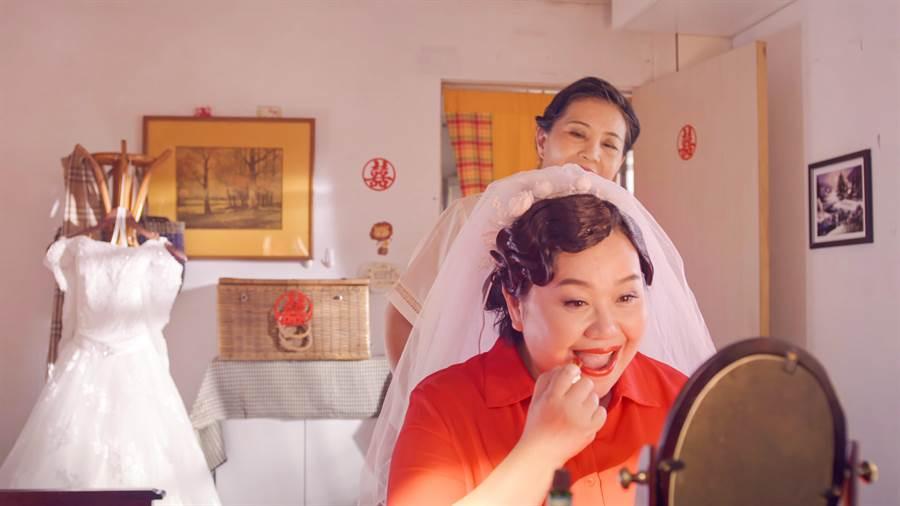 鍾欣凌在《我的婆婆》中有一場22歲時出嫁的戲。(公視提供)