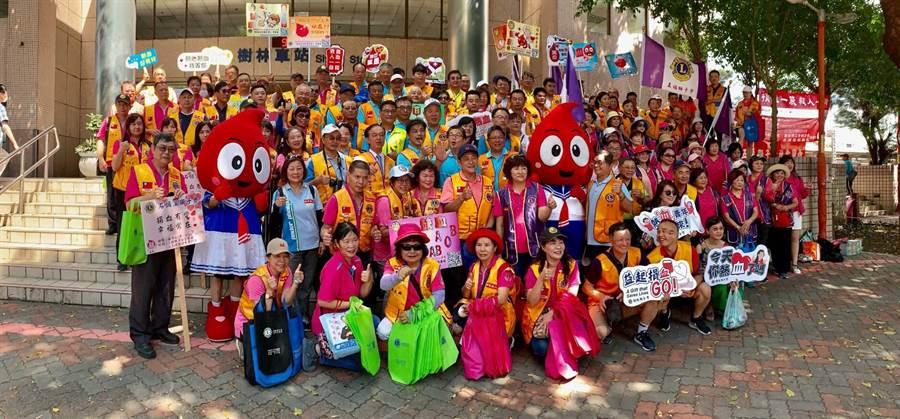 國際獅子會300B2的7個專區同時舉辦大型捐血宣傳活動,希望有更多的民眾一起來參與捐血活動。(主辦單位提供)