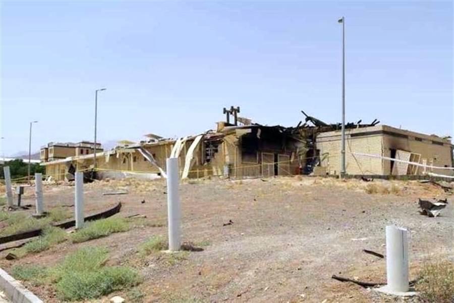 伊朗納坦茲鈾濃縮廠2日發生火災事故,圖為受損的建築物。(圖/伊朗新聞社)