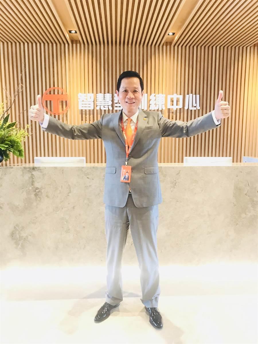 台灣房屋集團總裁彭培業宣布,斥資億元引進美國醫界培育人才的情境模擬概念,打造「智慧型訓練中心」。(王莫昀攝)
