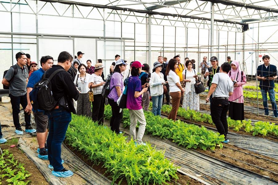 「臺灣智慧農業週」打造國內唯一國際農漁產業B2B商展平台;圖為去年展場民眾參觀熱潮。圖/業者提供