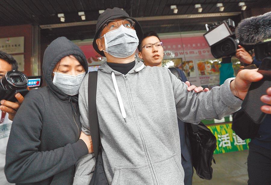 中國創新投資公司主席向心(中)、龔青(左)夫婦去年11月被控涉「共諜案」。(本報資料照片)