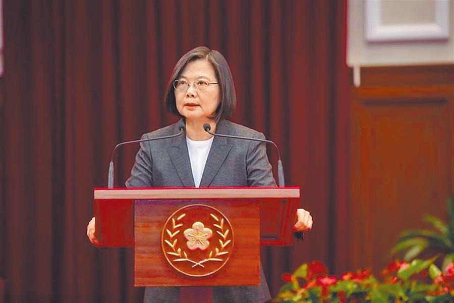 蔡政府先前已公布「香港人道援助關懷行動專案」,其中的「台港服務交流辦公室」正式運作,這也是全世界第一個援港專責辦公室,圖為總統蔡英文。(資料照)