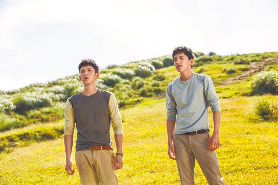 柯震東(左)與王大陸在片中飾演從小一起長大的好兄弟。(傳影互動提供)