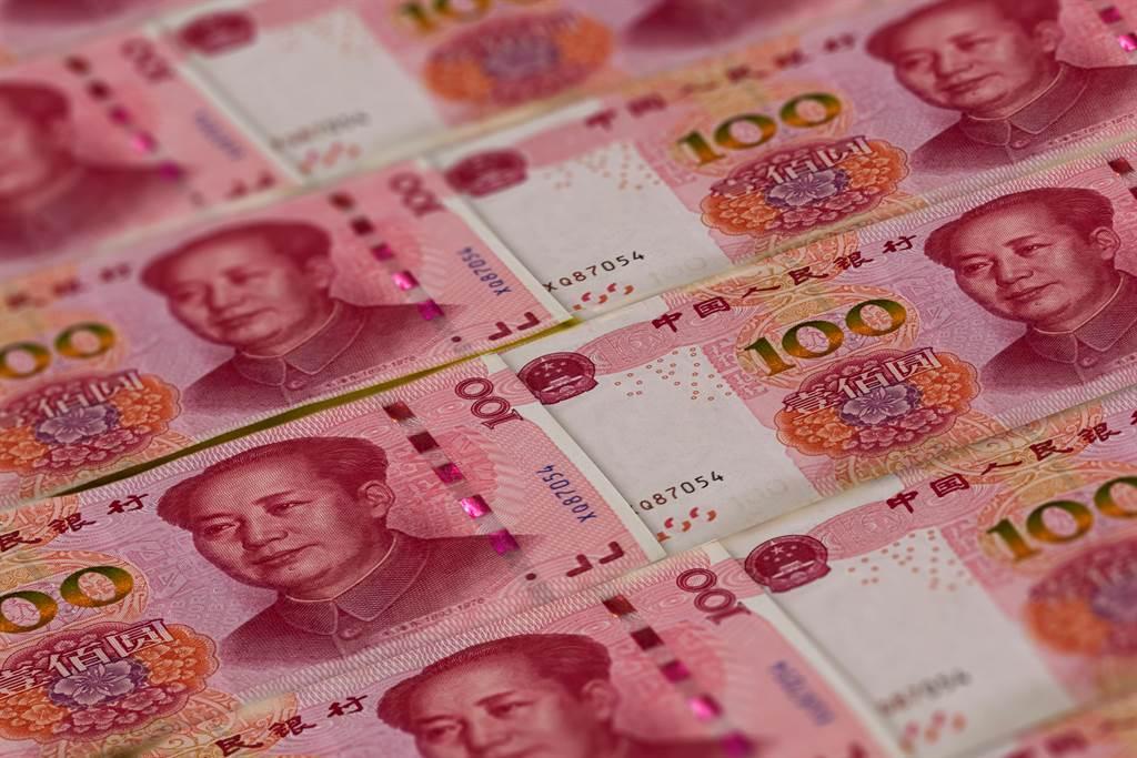 7日離岸人民幣兌美元一度收復7關口。(shutterstock)