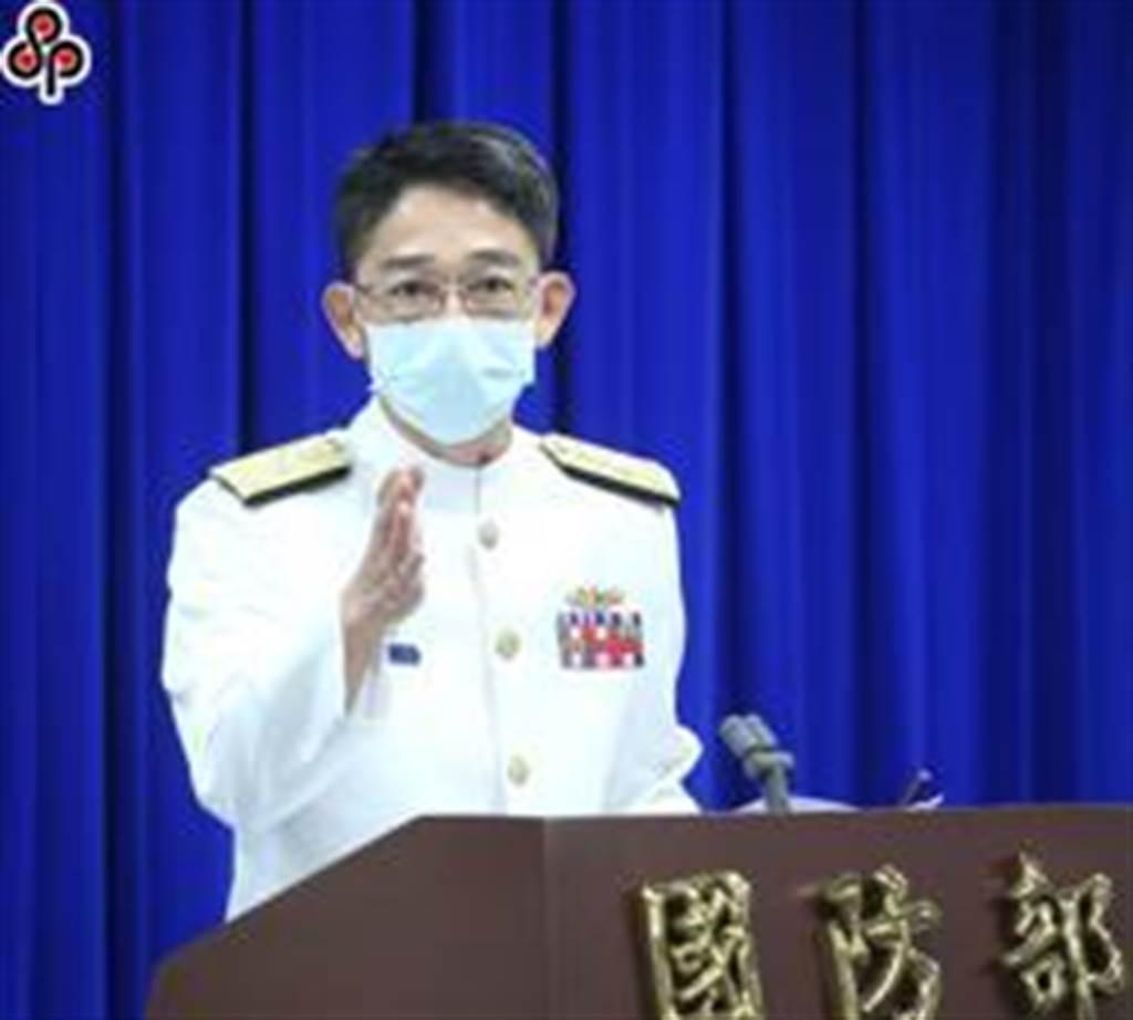 海軍參謀長敖以智(見圖)7日例行記者會上回應相關問題。(陳怡誠攝)