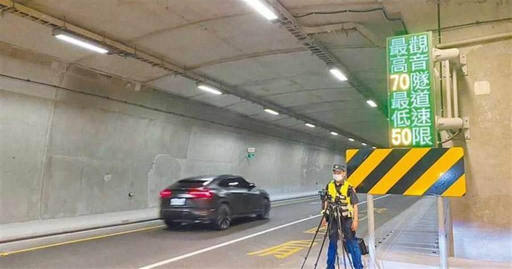 蘇花改首張低於最低速限的罰單,在4日下午開出,成為蘇花改龜速車第一單,宜蘭警方將不定時編排勤務取締龜速車。(圖/宜蘭縣警察局提供)
