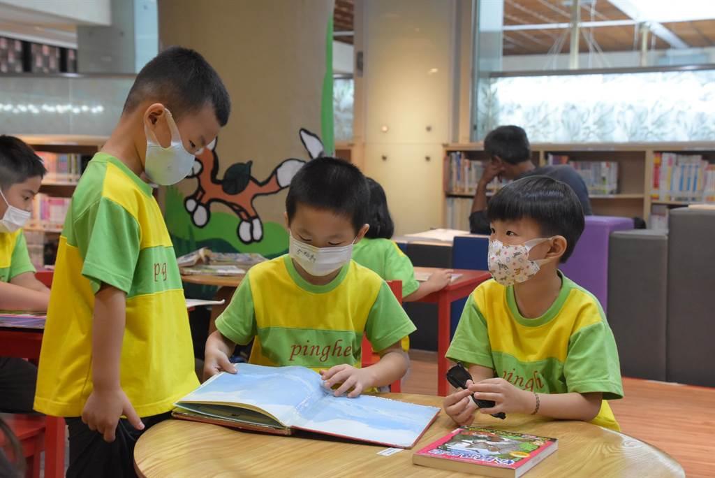 彰化縣立圖書館設有完善的兒童閱覽空間。(謝瓊雲攝)