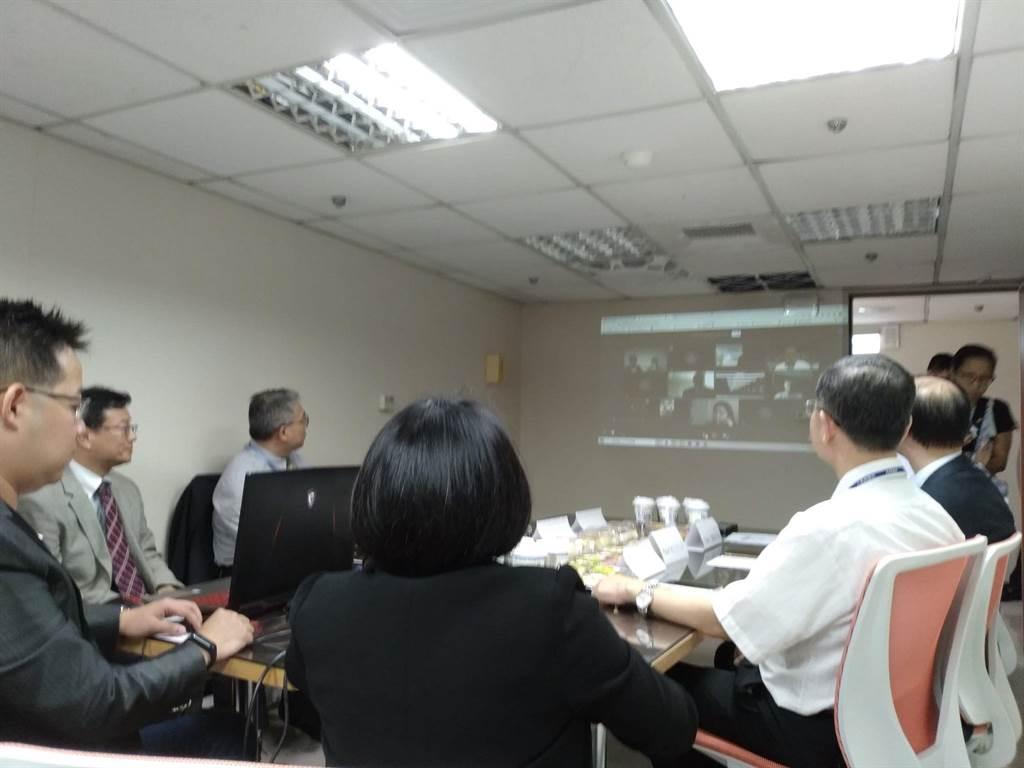 中華長照暨偏鄉醫療基金會舉辦一場由台俄雙方醫師參與的線上醫學論壇。(記者季節/攝)