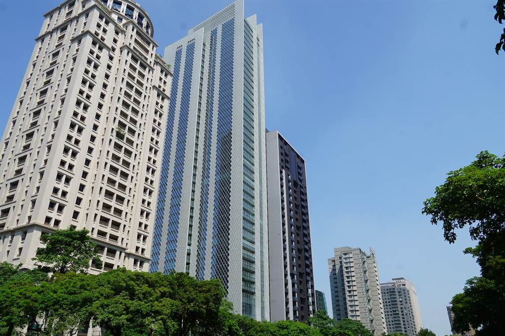 台中七期豪宅大陸建設「宝格」再添名人入住,社區大咖雲集。(葉思含攝)