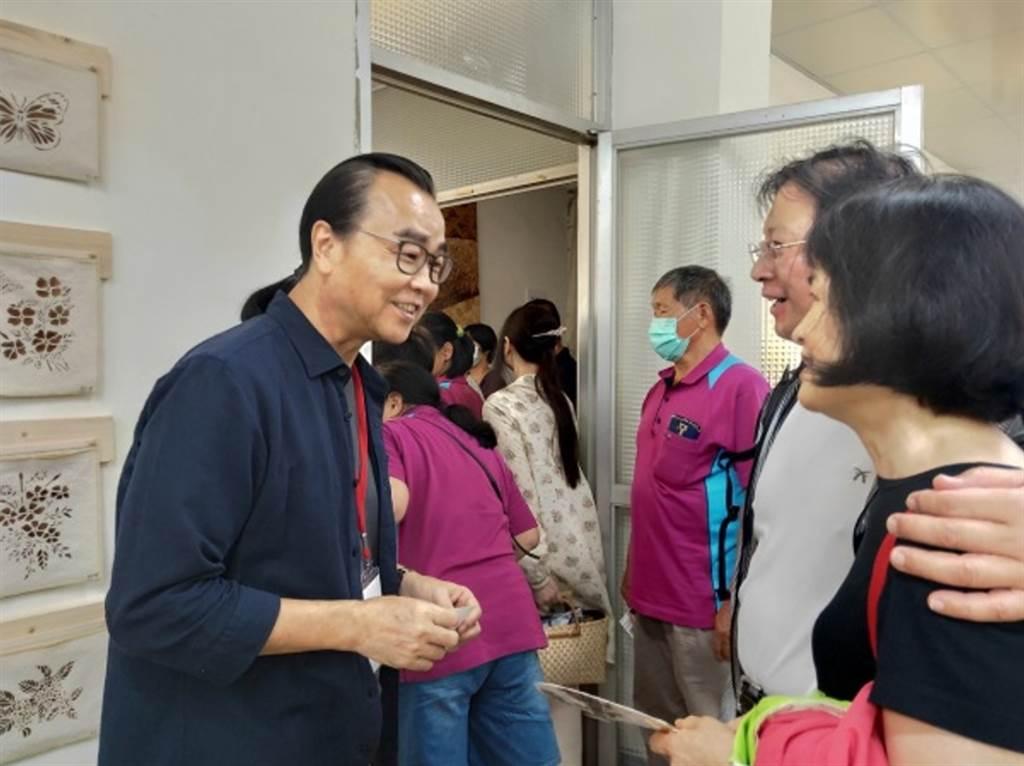 院長與斗煥坪美學館的經營者互動。(玄奘大學提供)