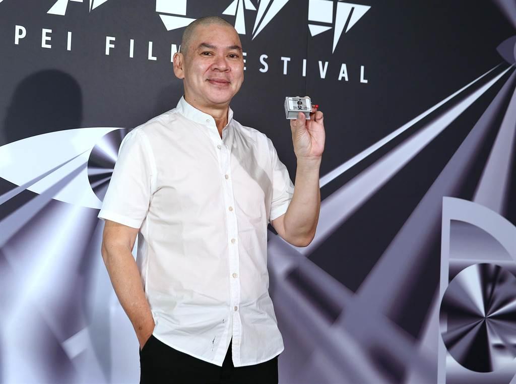 蔡明亮帶著他送片中演員亞儂的音樂盒出席台北電影節亞洲首映記者會。(粘耿豪攝)