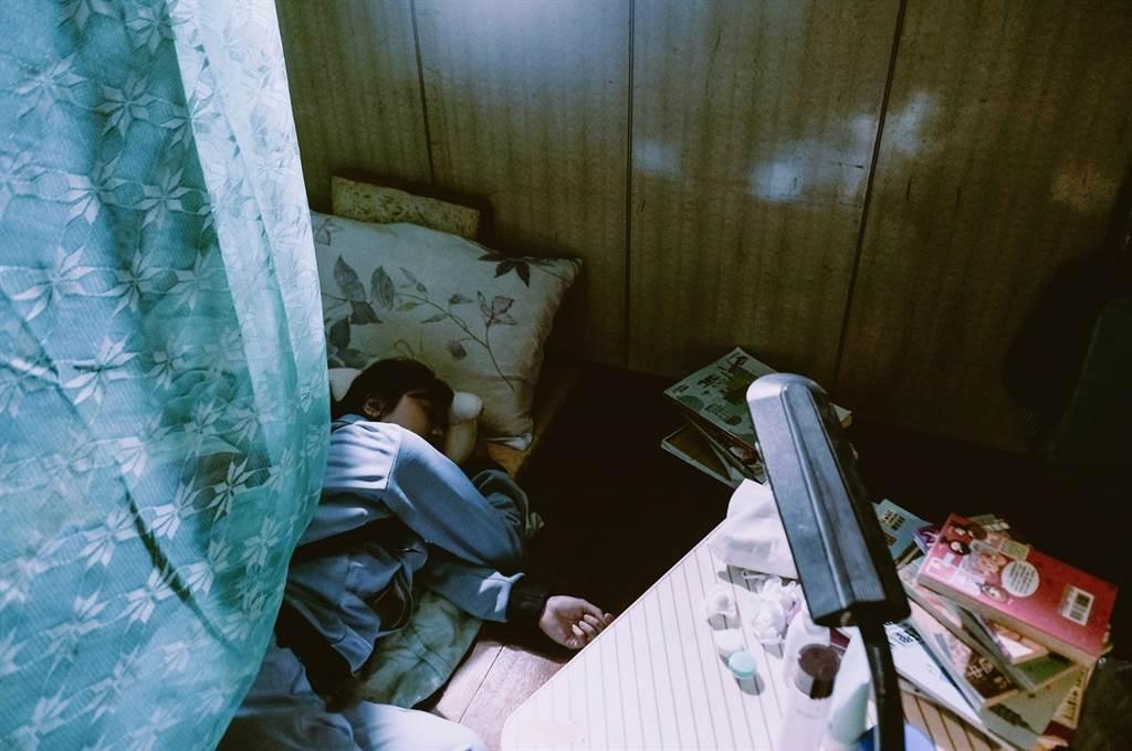 游珈瑄獨自一人入住到拍攝所需的「家庭式租屋」。(台北電影節提供)