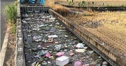 宜蘭五結鄉溝渠「整條塞滿垃圾」 網痛批:水道非24小時垃圾車