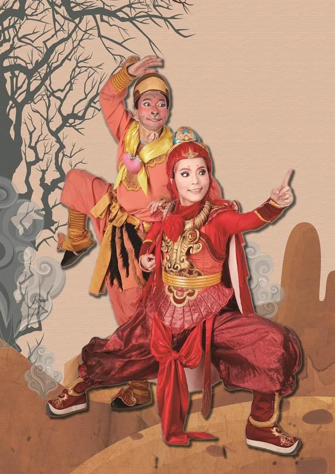 吳米娜(右)此回飾演活潑機靈的風神寶寶。(風神寶寶兒童劇團提供)