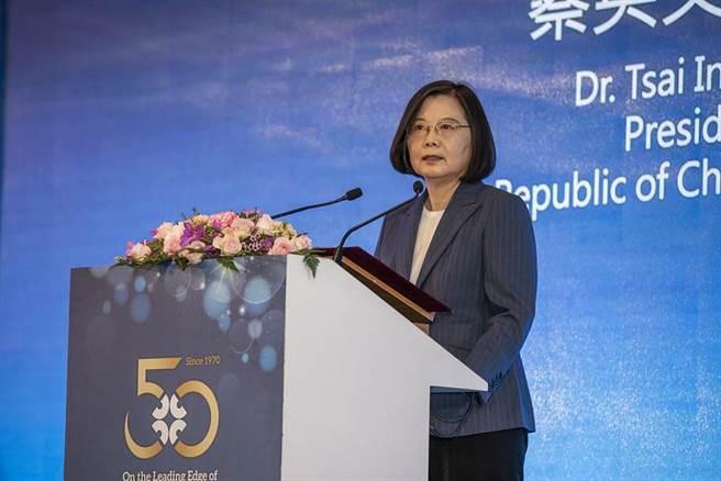 蔡總統出席外貿協會50周年茶會受訪時表示,若香港國安法造成國家傷害,會提反制措施(圖由總統府提供)