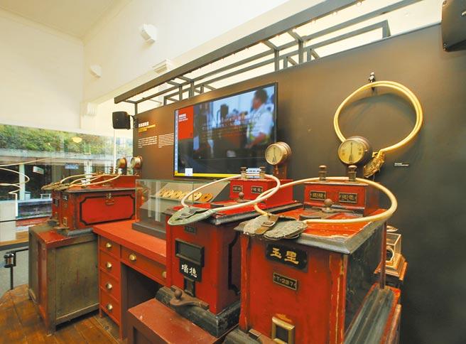國立台灣博物館鐵道部園區展出台灣鐵道史物,呈現台灣百年發展與變遷。(陳怡誠攝)