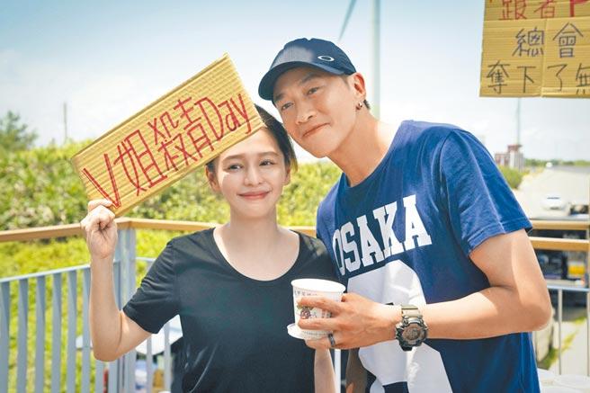徐若瑄(左)除了主演《誰在你身邊》,也與何潤東一起擔任該劇製作人。(頤東娛樂提供)