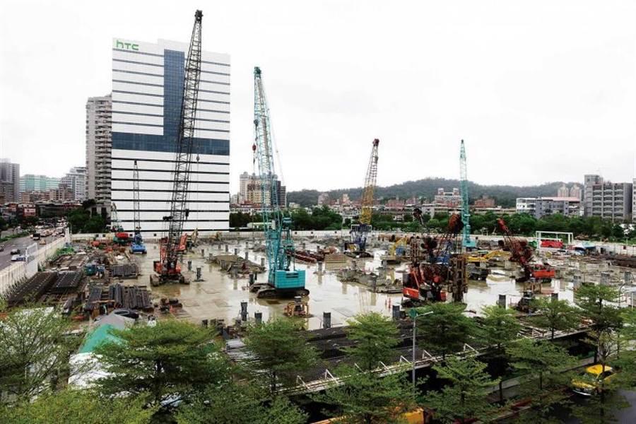 首期施工金額超過200億元的裕隆城住宅區開發案,被嚴陳莉蓮緊急喊卡。(圖/報系資料庫)