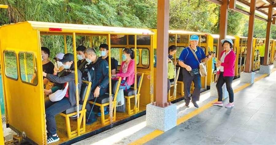 太平山蹦蹦車10日將恢復全線通車,昨試營運首日吸引許多遊客搭乘。(圖/羅東林管處提供)