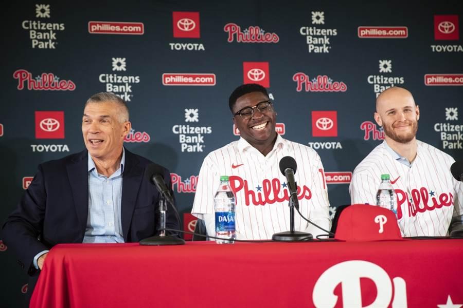 費城人總教練吉拉迪(左起)、游擊手桂格瑞斯、投手惠勒。(美聯社資料照)