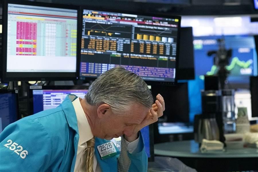 大蕭條下跌恐重現?經濟學家:美股明年恐崩40% 。(美聯社資料照)