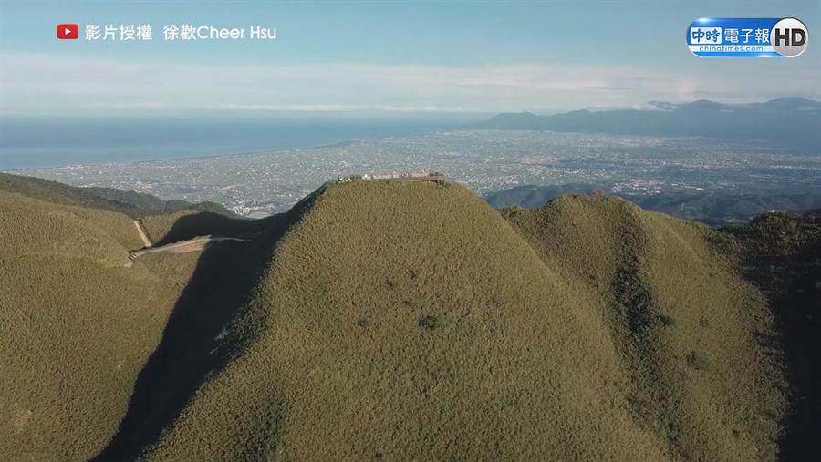 徐歡使用空拍機拍攝抹茶山景色。(圖/徐歡 Cheer Hsu 授權)
