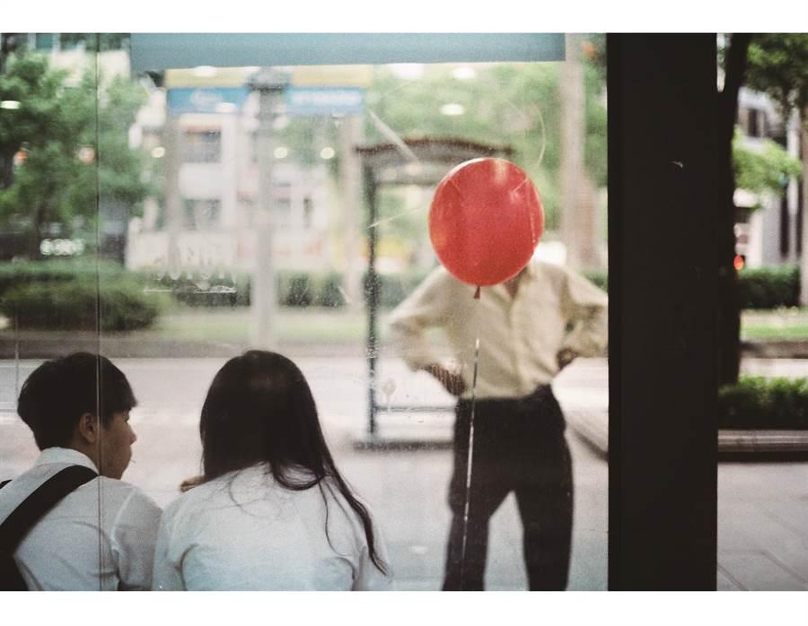 參賽者王淳眉獲首獎的《無題》,捕捉到有趣的視覺景象。(異角藝術提供)