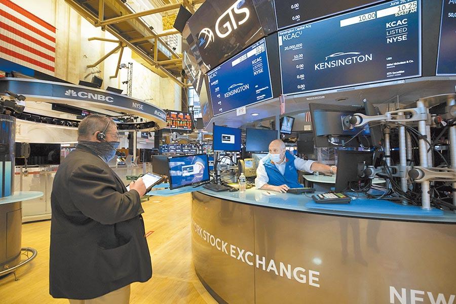 Fed前主席葛林史班在1996年12月以「非理性榮景」一詞,示警股市上漲由不理性所推動。圖/美聯社