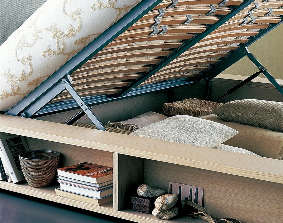Flou Salina兼具床架及收納功能,原價39萬8500元,特價16萬9360元,再送6萬5000元床墊。(西法名品提供)