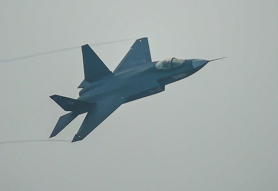 被稱為「鶻鷹」的殲-31隱形戰鬥機。(新華社資料照片)