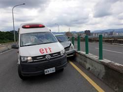 男開車行經水快身體不適 救護車趕來竟遭撞