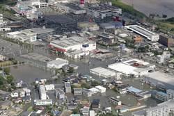 日本九州水災夫妻受困 老翁綁繩救妻結局網鼻酸