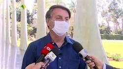 嚇人!巴西總統確診受訪 一個動作讓媒體驚呆了